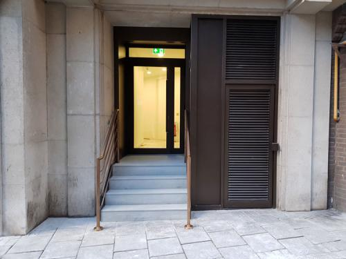 aged-brass-handrail-balustrade