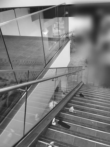 retail-glass-balustrade